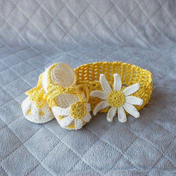 #DaisyNeedleWorks #crochetsandals #GirlShoes #GirlBooties #Babyshower #Crochet #Crocheting #Craft #Handcrafted