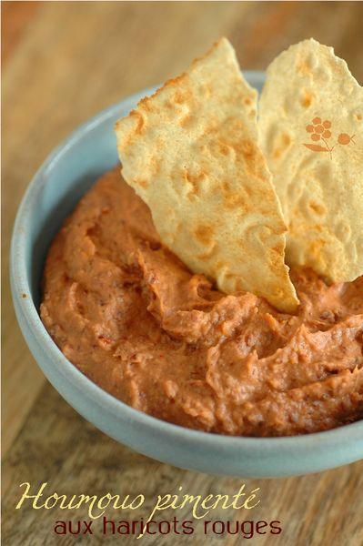 1 boîte de haricots rouges (250 g égouttés) mixés avec 1 petit oignon haché revenu dans 1 cuillère à soupe d'huile d'olive + cumin + 1 ou 2 cuillères à soupe de sauce tomate + 1 cuillère à soupe de concentré de tomates + 1 cuillère à soupe d'huile d'olive + poivre + piment d'Espelette + Tabasco (à discrétion). Garder au frais jusqu'au service.