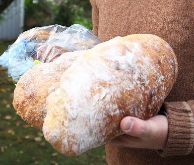 Surdegsbröd med örter | Recept ICA.se