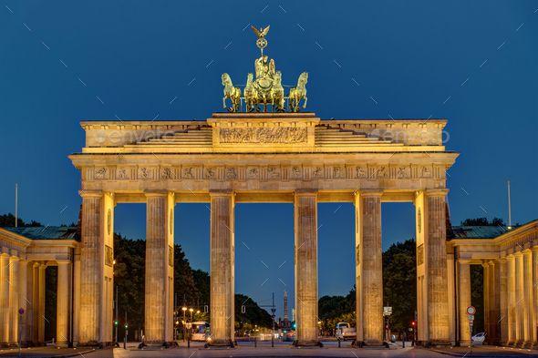 Night View Of The Brandenburger Tor In 2020 Dream Vacation Spots Brandenburg Gate Berlin Germany