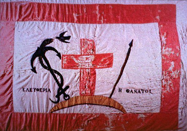 Από τα ναυτικά νησιά οι Σπέτσες πρώτες ύψωσαν τη σημαία της Επανάστασης στις 26 Μαρτίου 1821. Η σημαία τους ήταν λευκή με κόκκινο πλαίσιο, το οποίο οδηγεί τη σκέψη του θεατή στις επαναστάσεις των φιλελεύθερων λαών.
