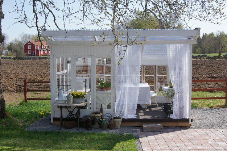 precious little garden house