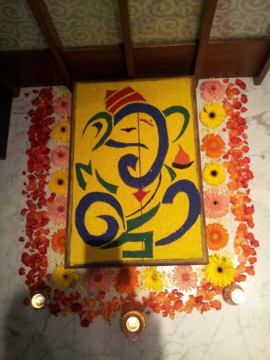 A friend's friend made this rangoli on ganesh chaturthi at their place..this is what i called 'neat rangoli'..