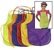 Decorate an apron to wear while you earn your Girl Scout Brownie snacks badge.