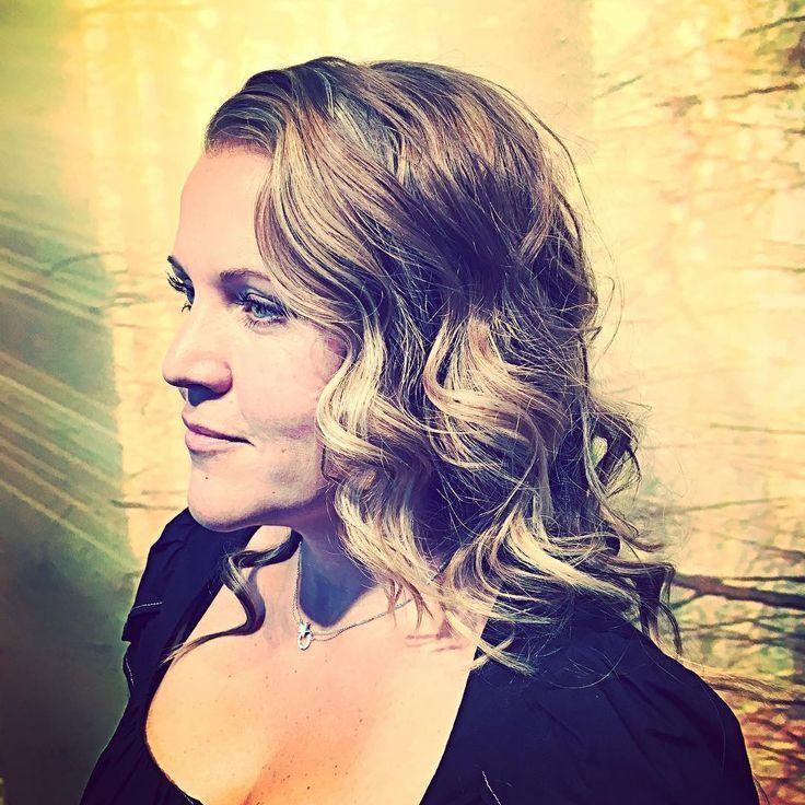 •Don't Ask Madderfakker• #hairdresser #model #sweden #photographer #killerscut #evohair #evohairsweden #instahair #instaphoto #highlights #womenstyle #womenfashion #boom #beauty #curlyhair #longhairdontcare