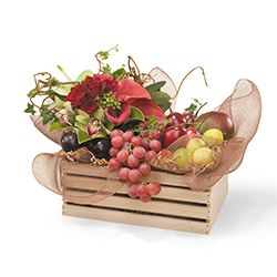 Congratulation flowers and gifts: Fruit Box