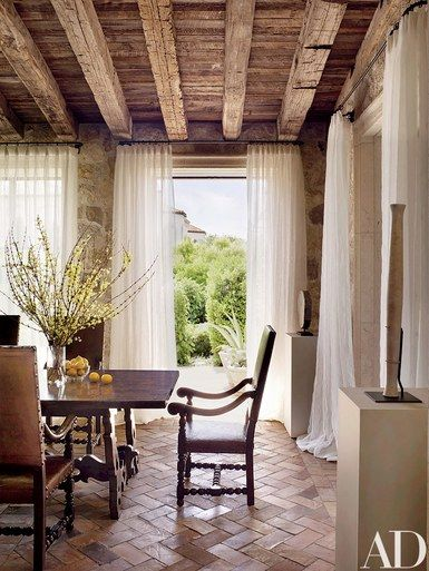 A view into the breakfast room | archdigest.com