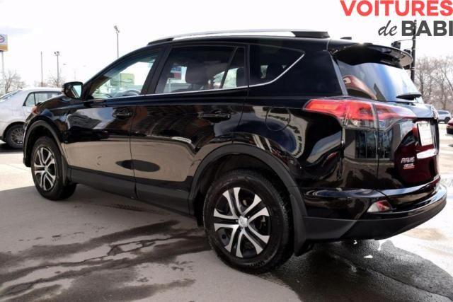 Toyota RAV4 L 2016 (4X4)  ***Prix en folie sur les véhicules de 2016*** Essence / Automatique / Bluetooth / 16 500 km 4 Cylindres / Jantes / Climatisation / Toute équipée Plus de détails inbox. Prix hors taxes/douane (Port d'Abidjan) : 17 500 000 FCFA  Prix hors taxes/douane (Autres destinations) : Sur demande Contacts:+225 08 09 59 22 / 01 90 05 81 / 57 59 57 36