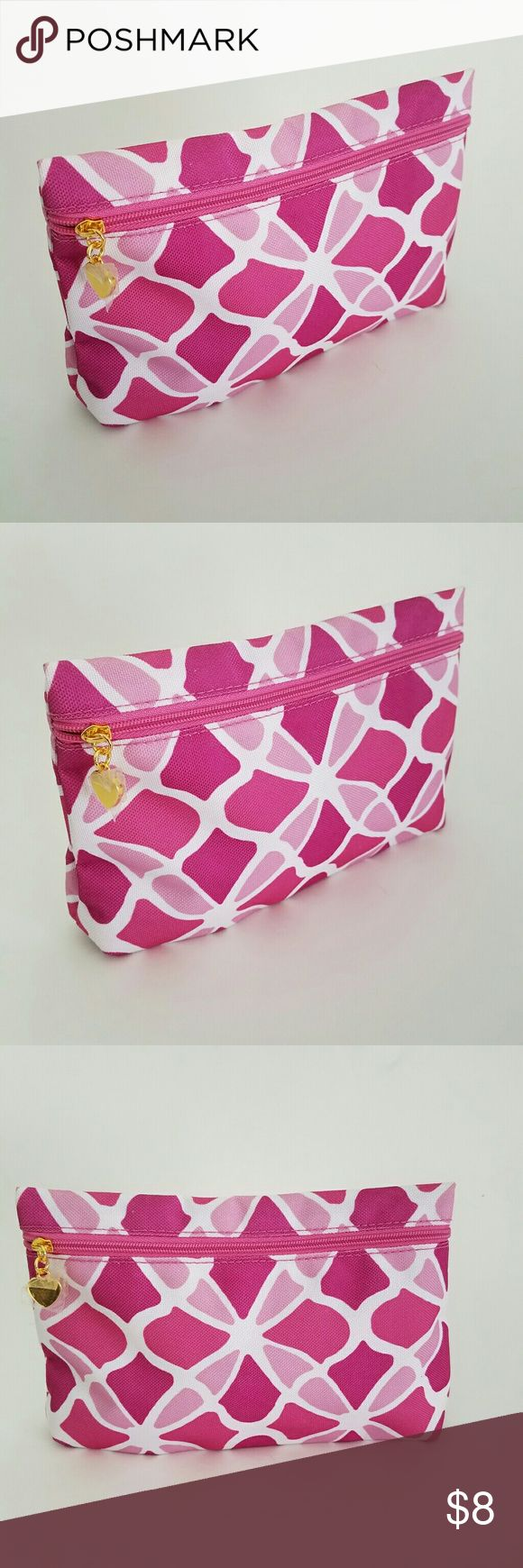 💟Clinique Make Up Bag - Perfect for bundling! NWOT Adorable! Perfect for bundling! Xoxoxoxo Clinique Bags Cosmetic Bags & Cases