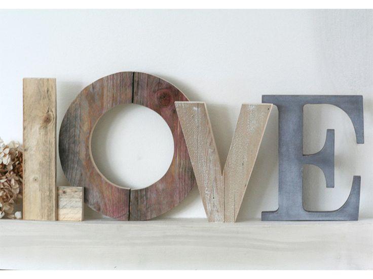 Scritta+LOVE+fatta+da+lettere+in+legno+di+recupero+di+Nuvole+di+Legno+su+DaWanda.com