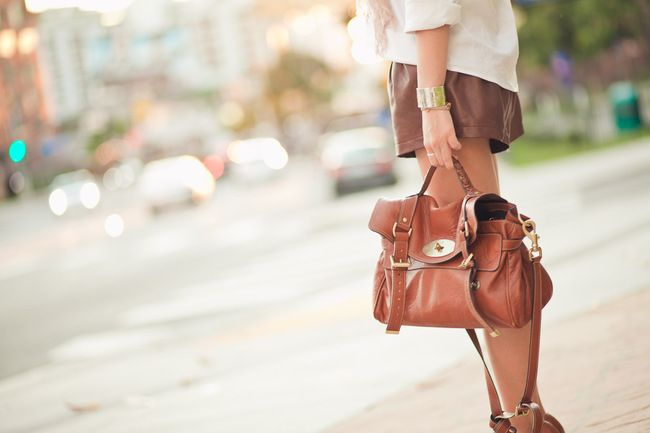 The Mulberry Alexa... I can't believe I'm saying this, but I'm starting to get the whole female obsession with high end bags.