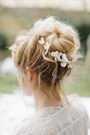 Chignon decoiffé mariage I 30 idées coiffure chignon mariage boheme chic – #bo…