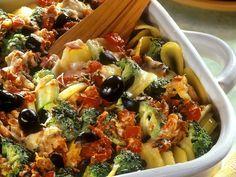 Kartoffeln eignen sich 1A für einen Auflauf. Mediterraner Kartoffelauflauf - smarter - Kalorien: 270 Kcal - Zeit: 45 Min. | eatsmarter.de