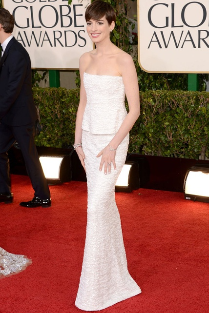 Anne Hathaway wearing Chanel. Goden Globes.