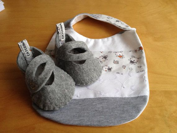 Felt baby shoes  and bib  gray/pets by CaterinaMorelli on Etsy