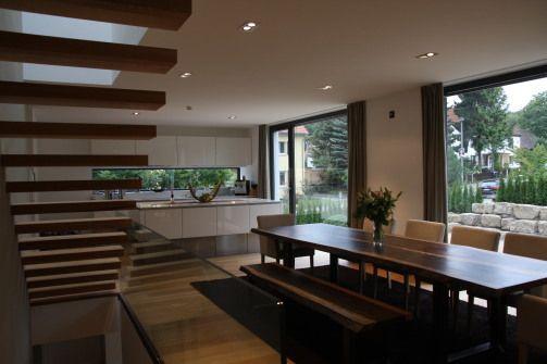 eingespannte Treppe in das Obergeschoss - Einfamilienhaus F