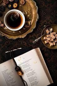 Мне бы хотелось иметь маленькую уютную комнату, где много света, где на полках — любимые книги, на стенах — картины, а в ящиках стола из хорошего дерева хранятся мелочи, напоминающие о самом дорогом.
