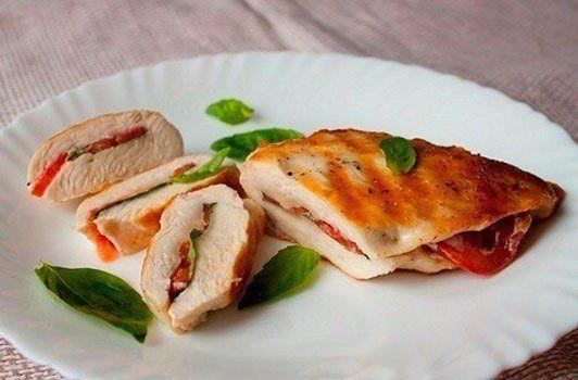 Куриные грудки с базиликом и помидорами!🍅   Калорийность на 100 г: 117 ккал  Все рецепты здесь :👉 https://vk.com/intells_pro #курица