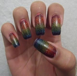 http://vidrosdeverniz.blogspot.com.br/2012/08/rainbow-nails-craqueladas.html