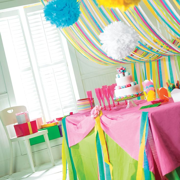 17 best images about streamer decor on pinterest - Birthday decorations with crepe paper ...