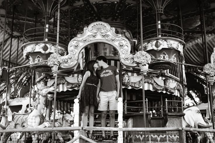 Engagement Photography - Carousel - Black and white - Love