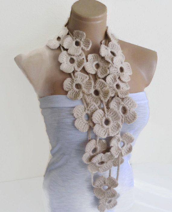 Bufanda beige, dibujos de flores de ganchillo, bufanda Lariat,, moda, regalo, día de madres hechos a mano, únicos