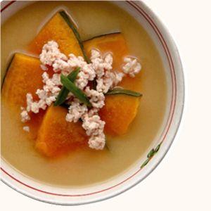 かぼちゃと鶏ひき肉の味噌汁   365杯の味噌汁   醤油、味噌 本物の味ひとすじ【フンドーキン醤油(九州大分県臼杵)】