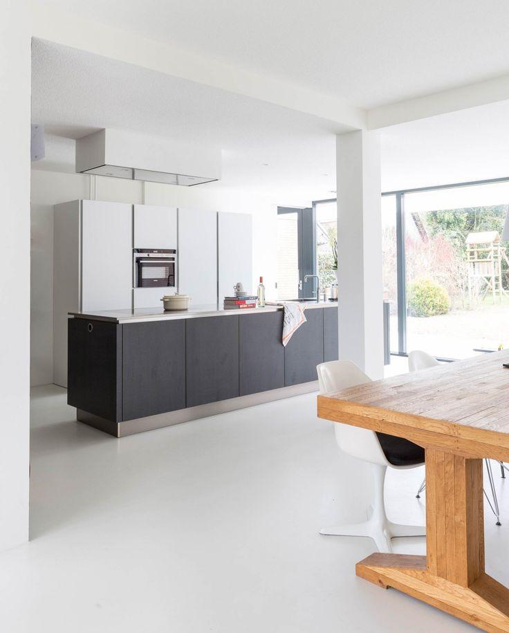 Keuken met kookeiland - inductie en witte gietvvloer