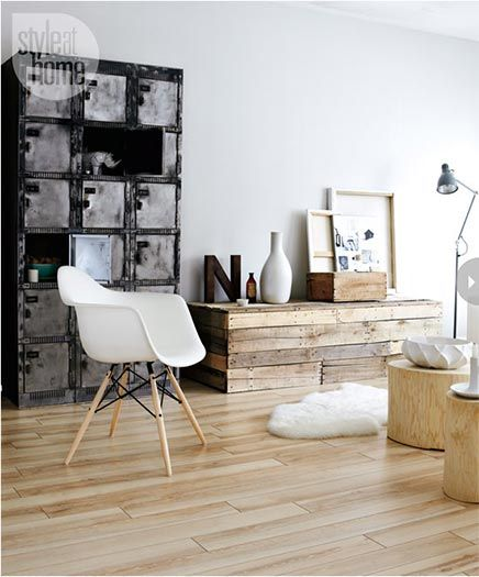 Holy god, those lockers... Big daring pieces send the wall and floor into the background. || Living room with Canadian and Scandinavian influences | Inrichting-huis.com