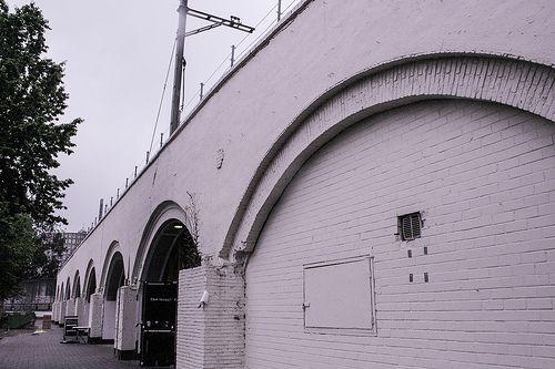 Sideview Mini Mall Hofbogen Rotterdam #Hofpleinviaduct #Hofpleinlijn #Hofbogen #Herbestemming #Rotterdam #010 #Mini #Mall #Holland #Dutch #Station #Train #Railroad #NS #Architecture #Architectuur #trein #spoor #Netherlands #Nederlandse #Spoorwegen