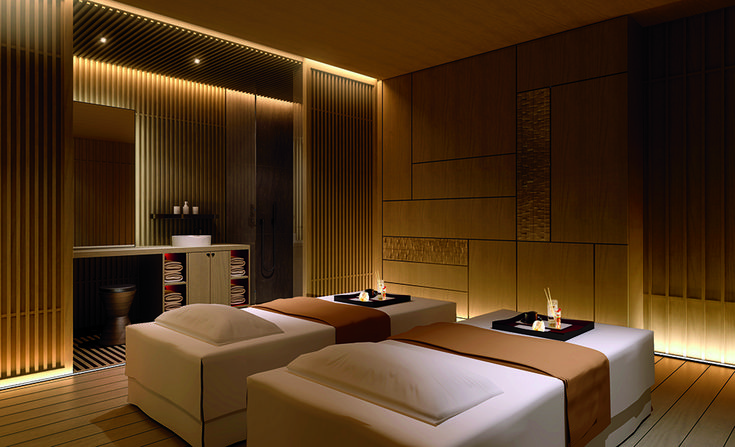 Ritz-Carlton Kyoto - intermixing wood textured wall panels