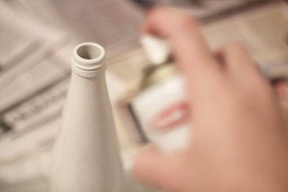 pinte a garrafa com a tinta desejada