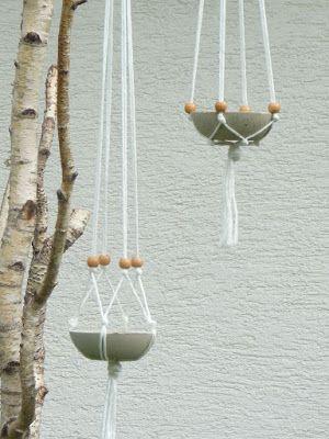 """""""Hängender Beton"""" heissen diese zauberhaften Schalen. Die DIY-Anleitung gibt es inklusive.   This i a great tutorial on how to make there hanging concrete bowls."""
