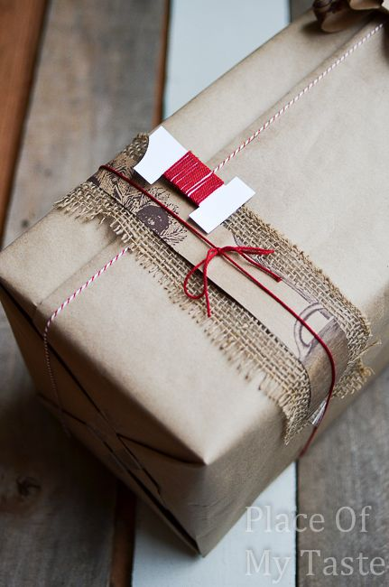 8 SIMPLE GIFT WRAPPING IDEAS WITH BROWN PAPER @placeofmytaste.com #giftwrapping #brownpaper