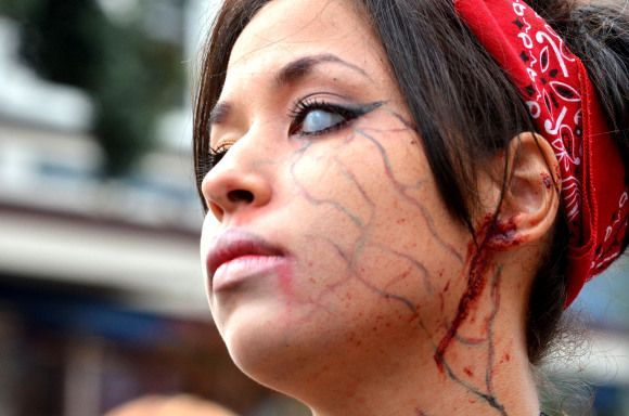 Best zombie costume tips and ideas for women #halloween #zombies