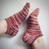 Easy, roll-top ankle socks perfect for summer knitting and wearing. These socks are knit from the top down, with a tradition heel flap and heel turn and three size options. It's a great pattern for a beginner sock knitter, and a fun quick knit for more advanced sock knitters. This sock is perfect for super bright, variegated yarns, they add a fun pop of color to any summer outfit!