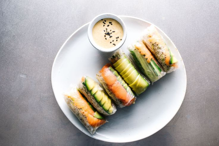 A quick and easy summer recipe for smoked salmon and avocado rolls. Smoked salmon, sprouts and avocado rolled up in a fresh rice roll wrapper.