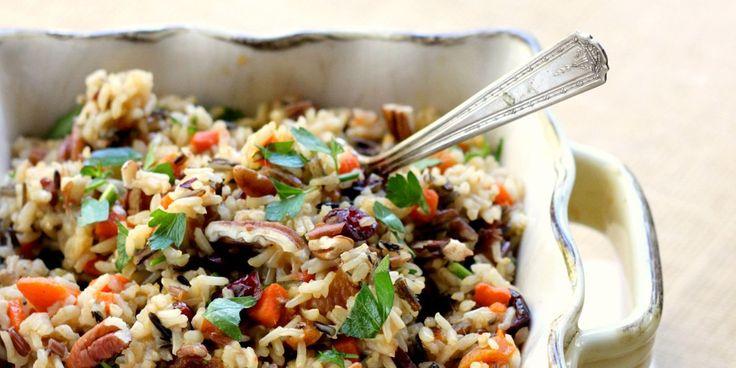 Άγριο ρύζι με σταφίδες και κουκουνάρι