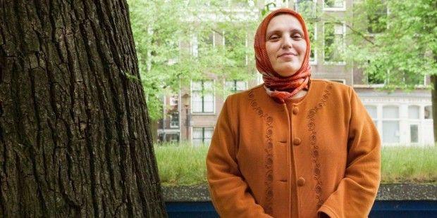 """""""AKP'li kadınlar Erdoğan'ı masal dinler gibi dinliyor, parti yönetiminde 3-5 çocuk doğuran kim var?"""" - Söyleşi - T24"""