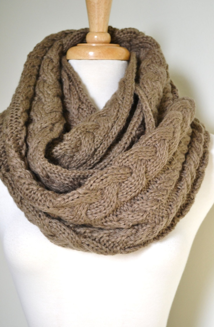 cable-knit infinity scarf in taupe Knitting: T?rkl?der, Halsr?r, Sjaler &am...