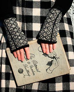 Eccelefechan Mitts by Kate Davies ~ £3.25 GBP via Ravelry.  Knit in 4ply fingering yarn
