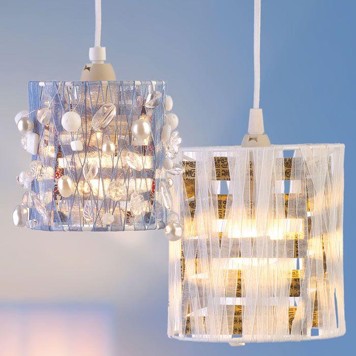"""Lampenschirm basteln (Idee mit Anleitung – Klick auf """"Besuchen""""!) - Hier wird die Lampe zum Kunstobjekt. Mit verschiedensten Materialien basteln Sie ganz besondere Lampenschirme für Ihr Wohnzimmer oder für's Kinderzimmer. Und die Kinder dürfen beim Basteln der eigenen Lampenschirme mithelfen."""