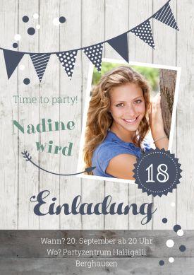 Trendy Geburtstagseinladung Zum 18. Geburtstag In Holz Look Mit Foto Und  Blauen Akzenten