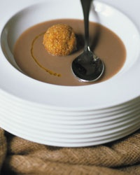 Crema di fagioli con polpettine di orzo
