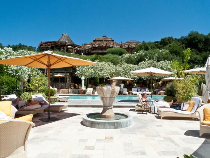 Auberge du Soleil, in Napa Valley: A luxury inn, both exclusive and expensive. It has a luxury spa, a pool and a Michelin-star restaurant.