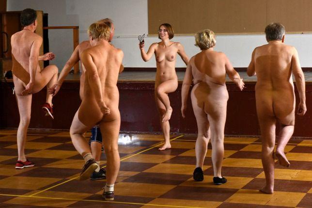 Meztelen edzés- az edző szerint jót tesz a ruha nélküli mozgás