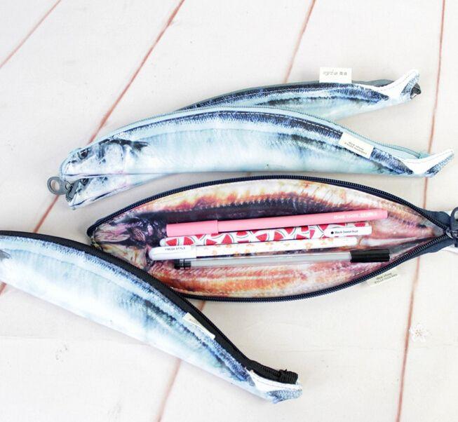 Купить товарСмешно пвх форме рыбы мешок молнию карандаш канцелярские принадлежности чехол ( tt 4018 1 ) в категории Сумки для карандашейна AliExpress.                Особенности:                                            Размер: 31x5.3 см