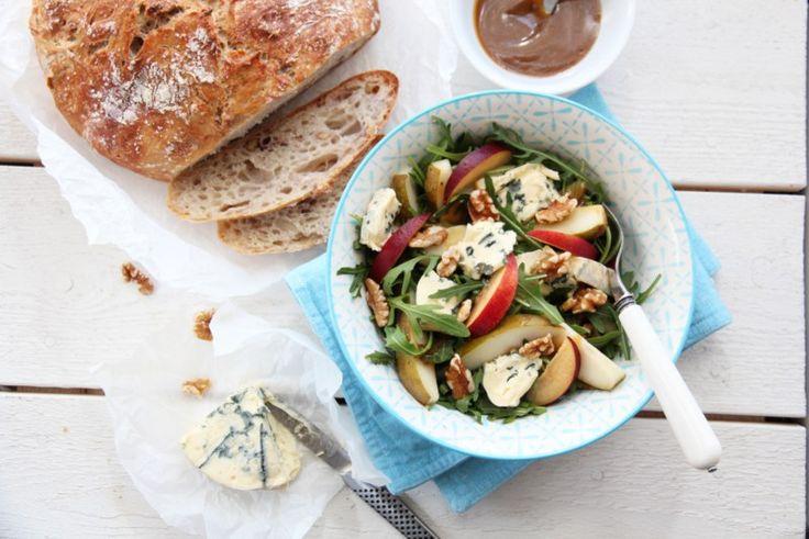 Salat med ruccula, pærer, blåmuggost og valnøtter. Trines matblogg.
