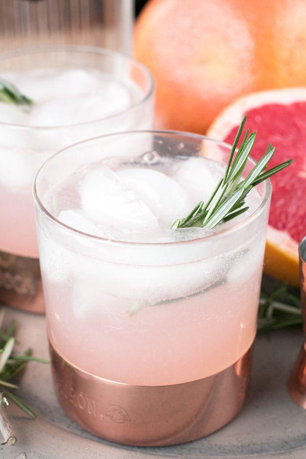 Rosemary Grapefruit Gin Fizz | cakenknife.com