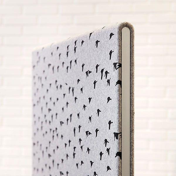 Gulv- og bordskærme har synlig alu-ramme. Flere oplysninger om System 30 her: http://kurage.dk/akustik/acoustic-design-solutions-system-30/